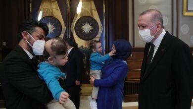 Photo of بعد فصلهما .. أردوغان وزوجته يستقبل توأمين سياميين