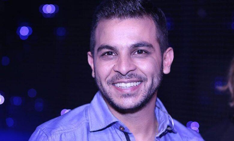 محمد رشاد يعلق على أنباء عودته للفنانة مي حلمي