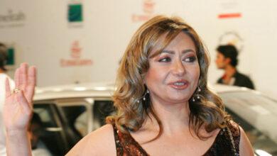 Photo of انتقادات واسعة للفنانة ليلى علوي في حفل عمرو دياب بسبب دلال عبد العزيز (فيديو)