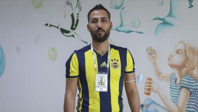 "Photo of سوري من جمهور ""فنربهشة"" التركي يهدي قمصان الفريق للأطفال والفقراء (صور-فيديو)"